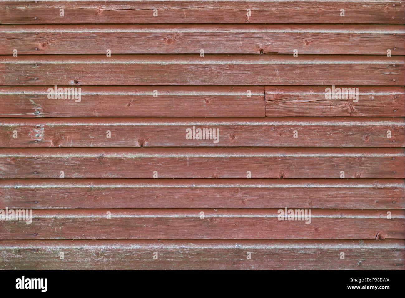 Fond plein cadre d'un vieux mur de bois et a disparu à bord peint en rouge Photo Stock