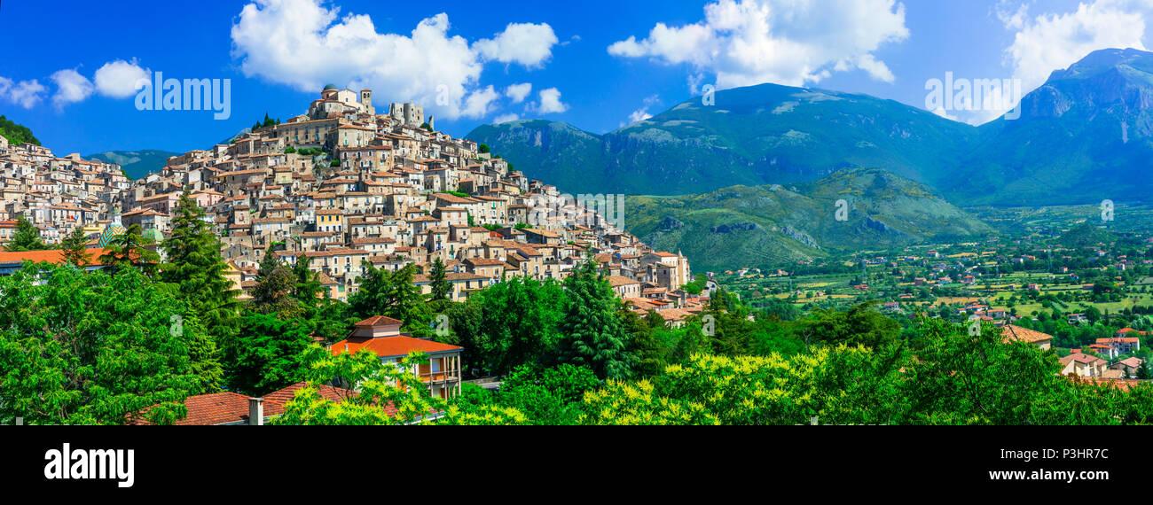 Belle Morano Calabro village,vue panoramique,Calabre,Italie. Photo Stock