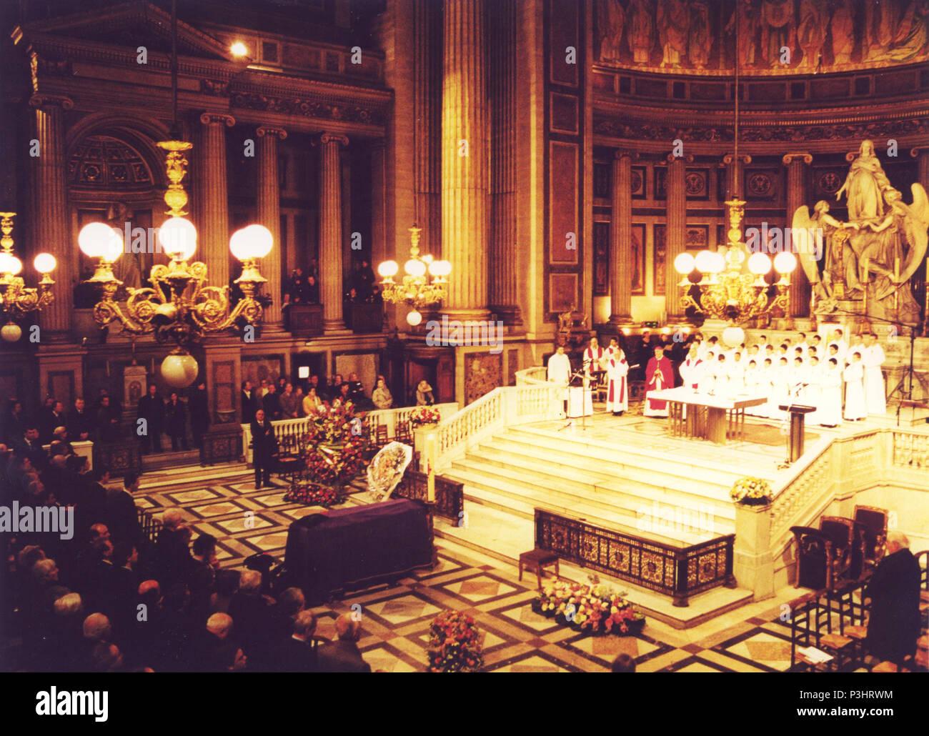 Funérailles de Charles Trenet à l'Église de la Madeleine, Paris, France. Banque D'Images