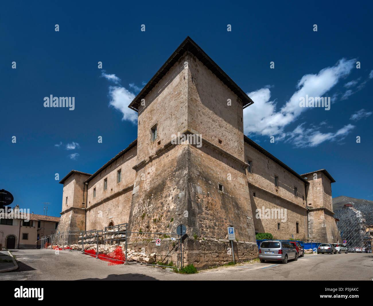 Castellina, forteresse du 16ème siècle, les tremblements de terre en intact après octobre 2016, dans la région de Norcia, Ombrie, Italie Photo Stock