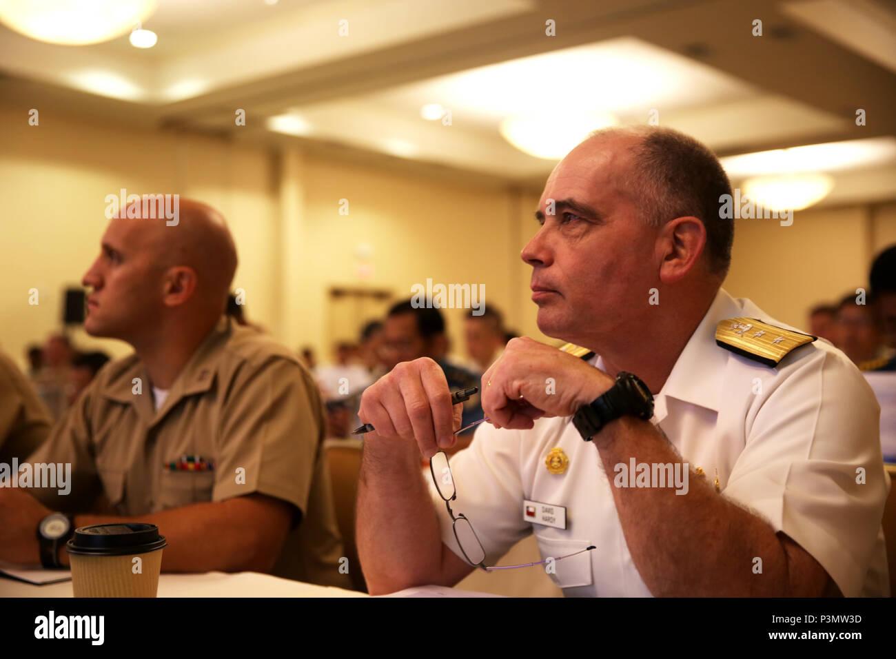 SAN DIEGO, Californie - Le Contre-amiral David A. Hardy, le général commandant du Corps des marines chilienne, prend part à la commande du Pacifique 2016 Symposium Leaders amphibie Conference à San Diego, Californie, le 11 juillet 2016. PALS rassemble des hauts dirigeants des pays alliés et partenaires nations tout au long de l'Indo-Asia Région du Pacifique. Les membres de parler d'aspects clés du transport maritime et les opérations amphibies et l'interopérabilité. (U.S. Marine Corps photo par le Cpl. Demetrius Morgan/ libéré) Banque D'Images