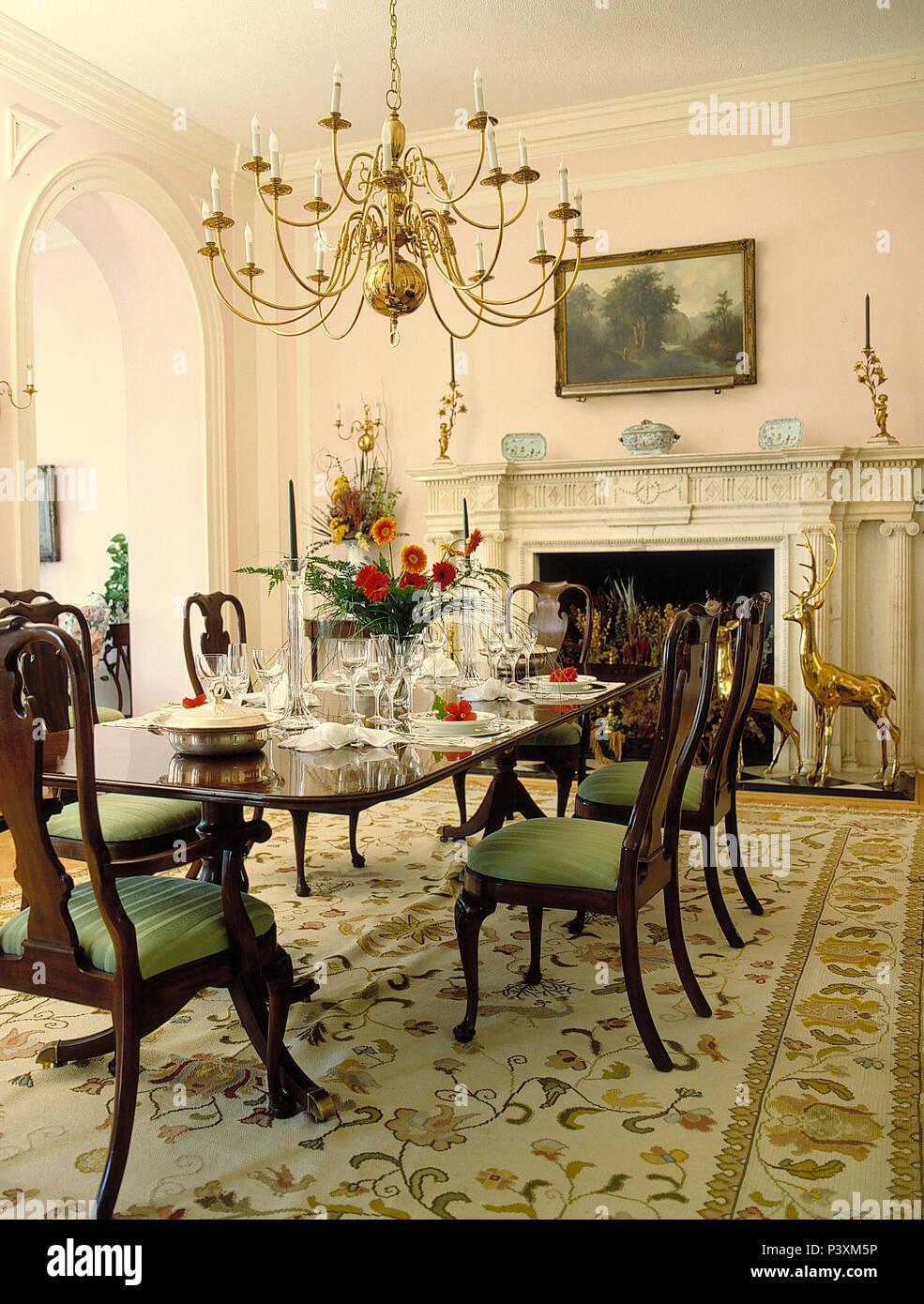 Plus De Lustre Acajou Antique Table A Manger Et Chaises En Grande