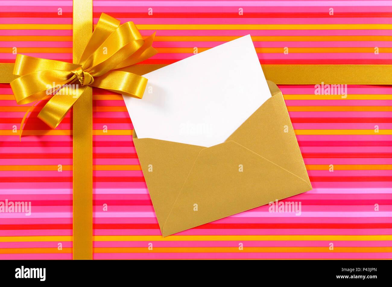 Carte De Noël Ou Danniversaire Avec Du Ruban Et Des Cadeaux
