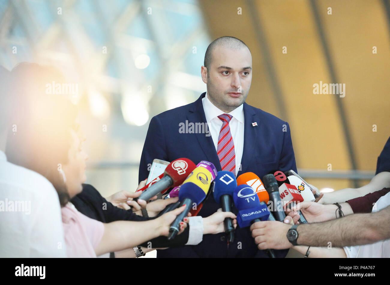 (180621) -- Tbilissi, 21 juin 2018 (Xinhua) -- le nouveau Premier Ministre géorgien Mamuka Bakhtadze parle aux médias à Tbilissi, Géorgie, le 20 juin 2018. Le mercredi, le parlement géorgien a voté pour approuver un nouveau cabinet dirigé par le Premier Ministre Mamuka Bakhtadze. (Xinhua/Georgian Cabinet du Premier ministre) (hy) Banque D'Images