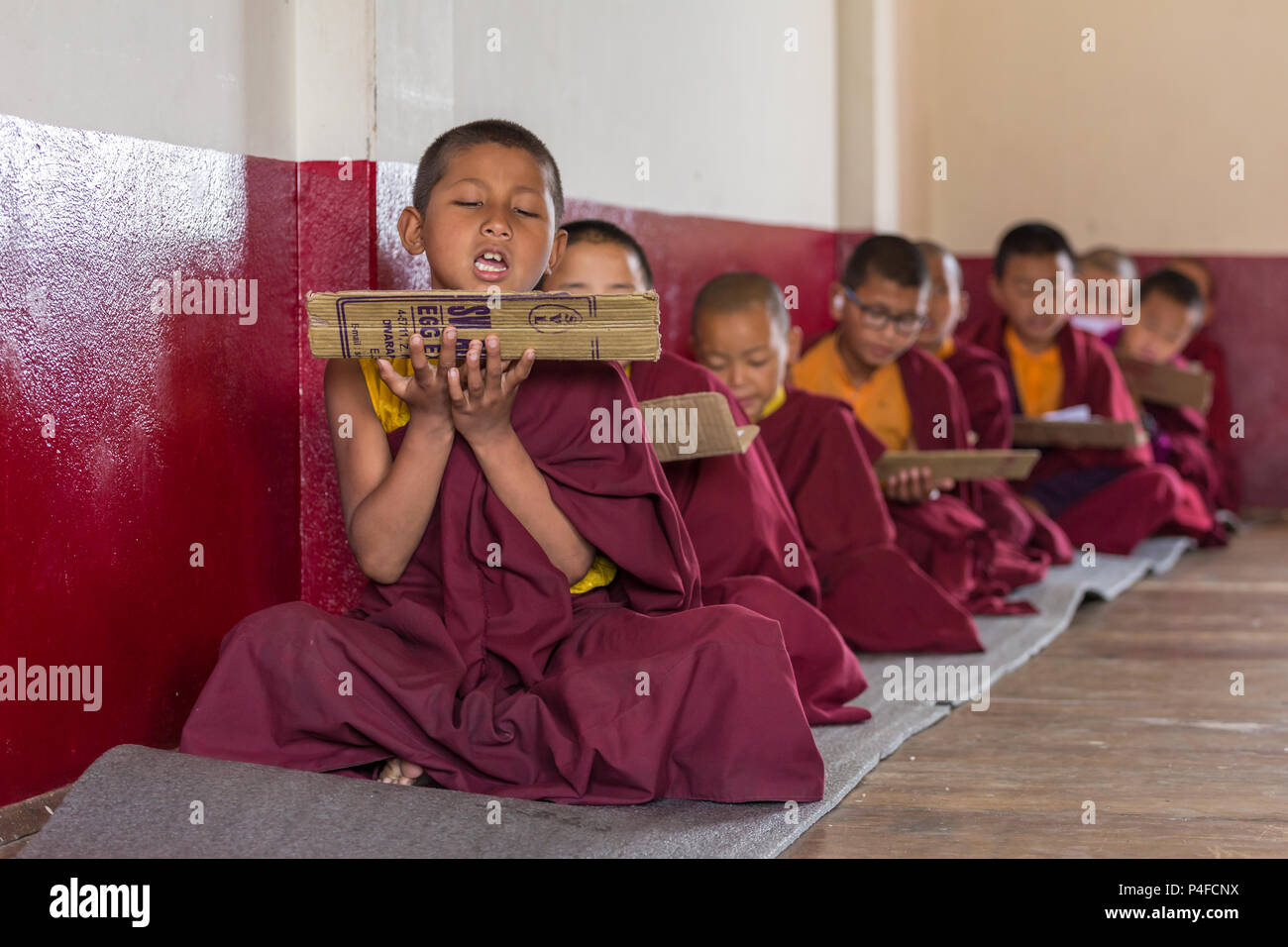 Gangtok, Inde - Mai 3, 2017: Leçon pour moines novices bouddhistes au monastère de Tsuglakhang à Gangtok, Inde Photo Stock