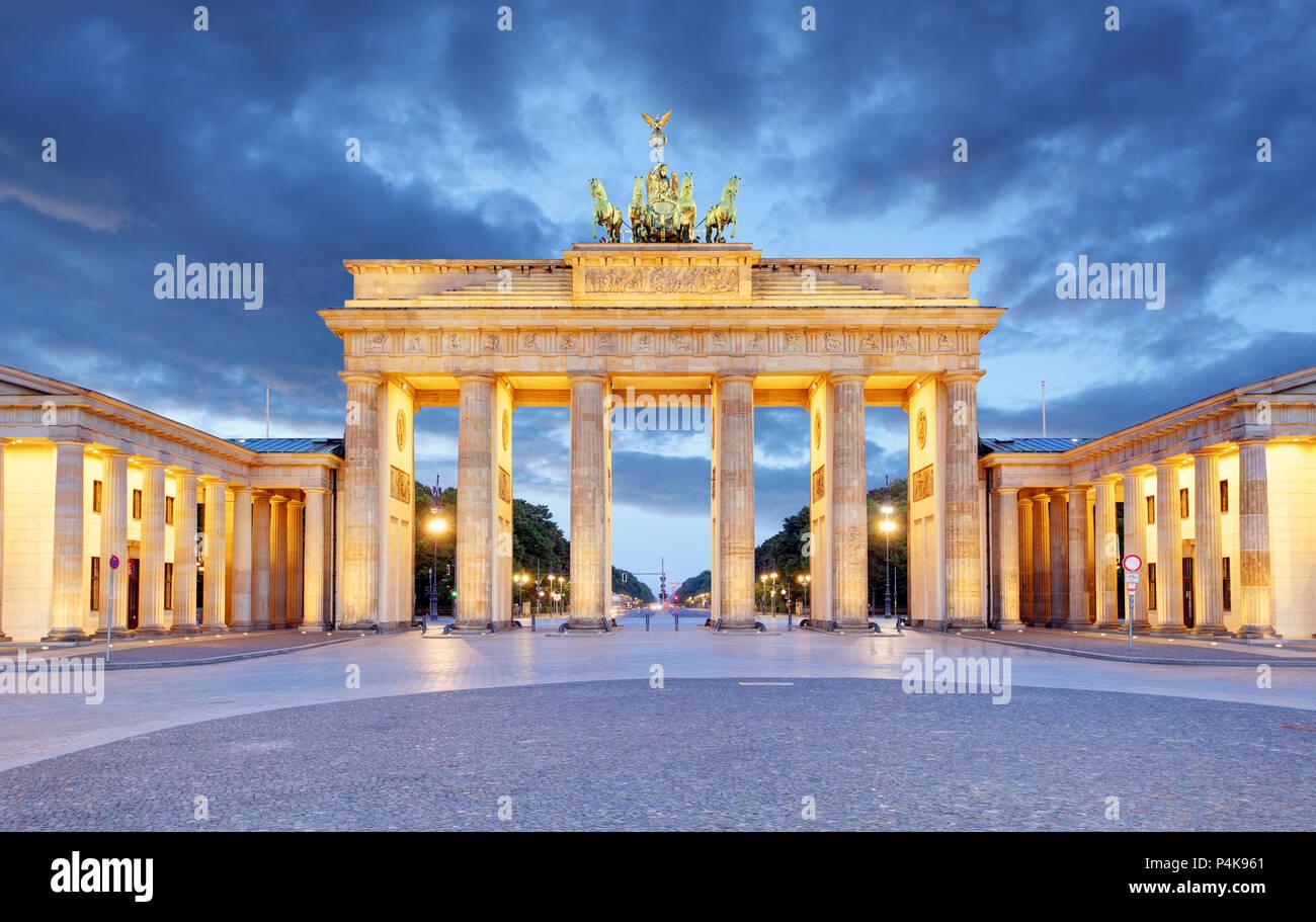 Berlin - Porte de Brandebourg dans la nuit Photo Stock