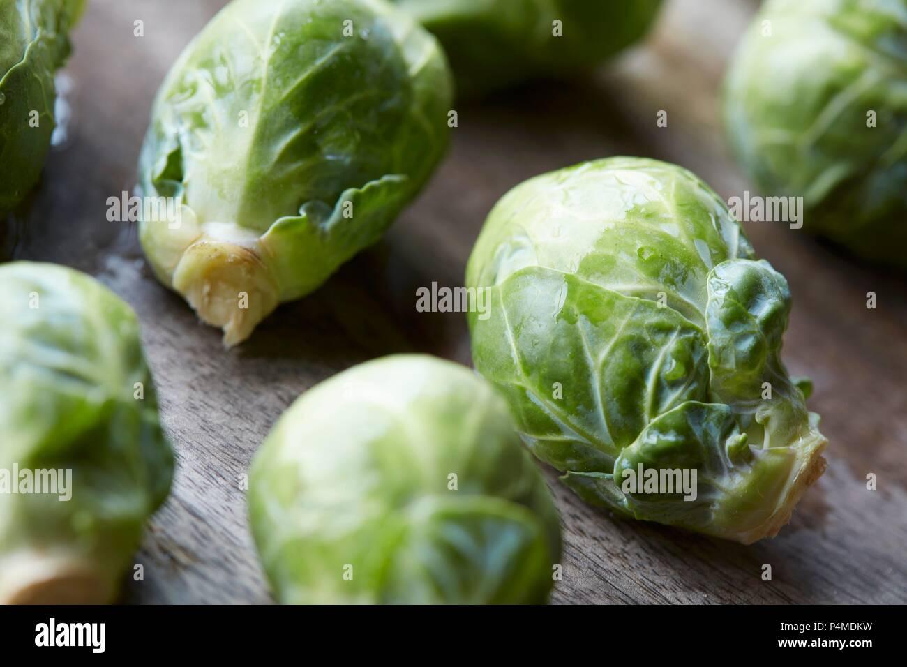 Rosaire sur fond de bois (close-up) Photo Stock
