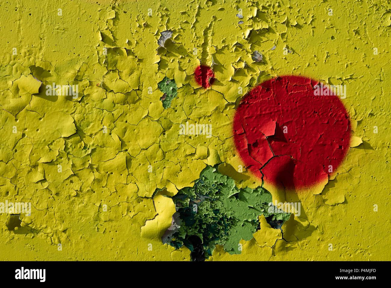 Mur Jaune Avec L écaillage De La Peinture Rouge Vif Et
