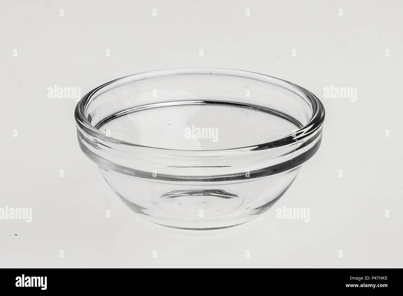 Différents objets en verre, des vases, des plaques pour les sauces, etc. Banque D'Images