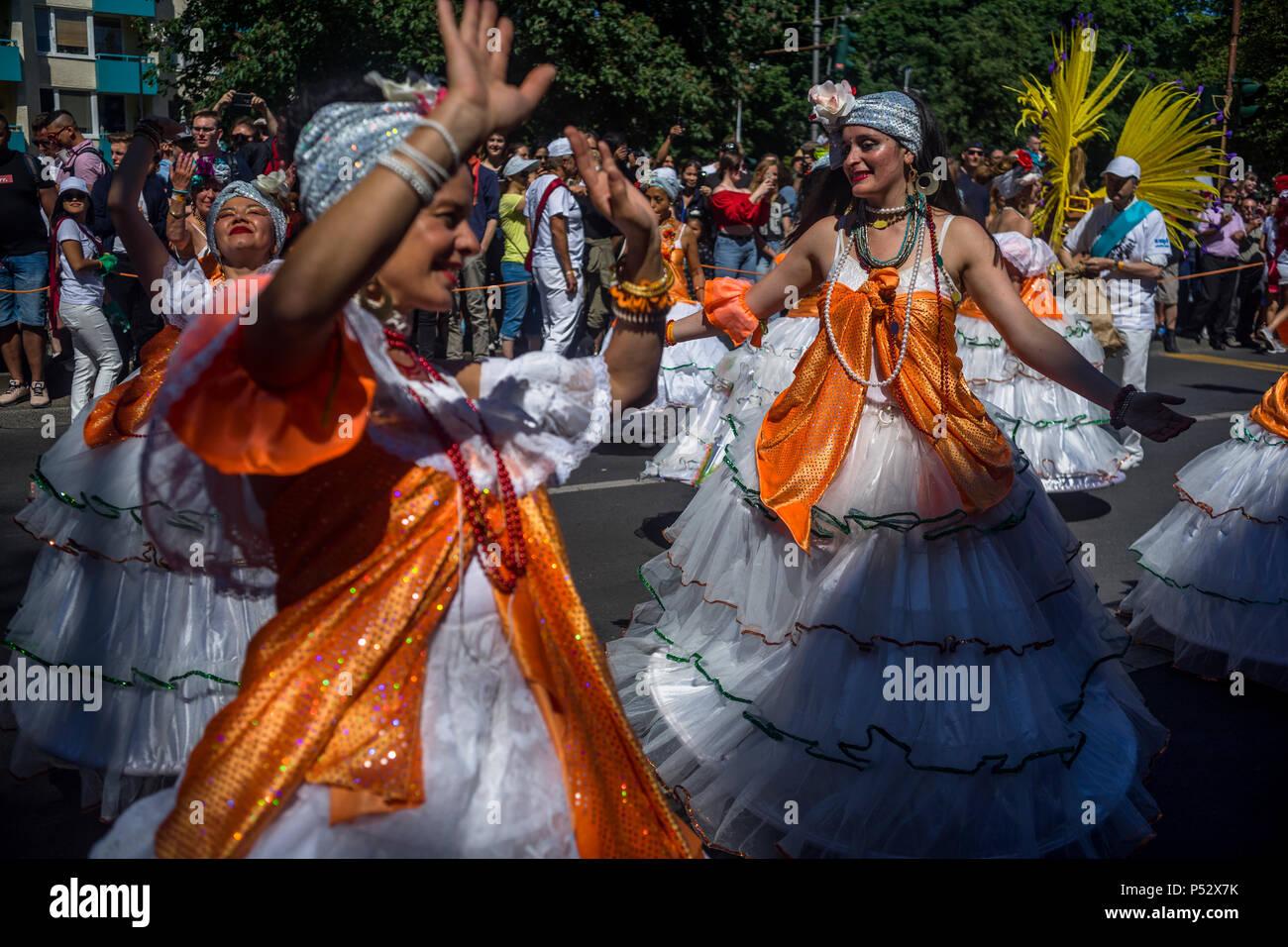 La street parade est le point culminant du Carnaval des cultures au cours de la Pentecôte week-end à Berlin. Photo Stock