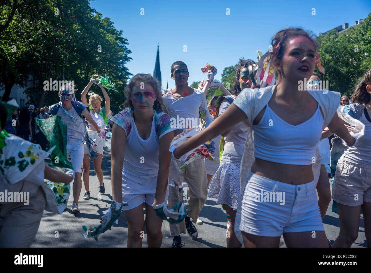 La street parade est le point culminant du Carnaval des cultures au cours de la Pentecôte week-end à Berlin. Photo Stock