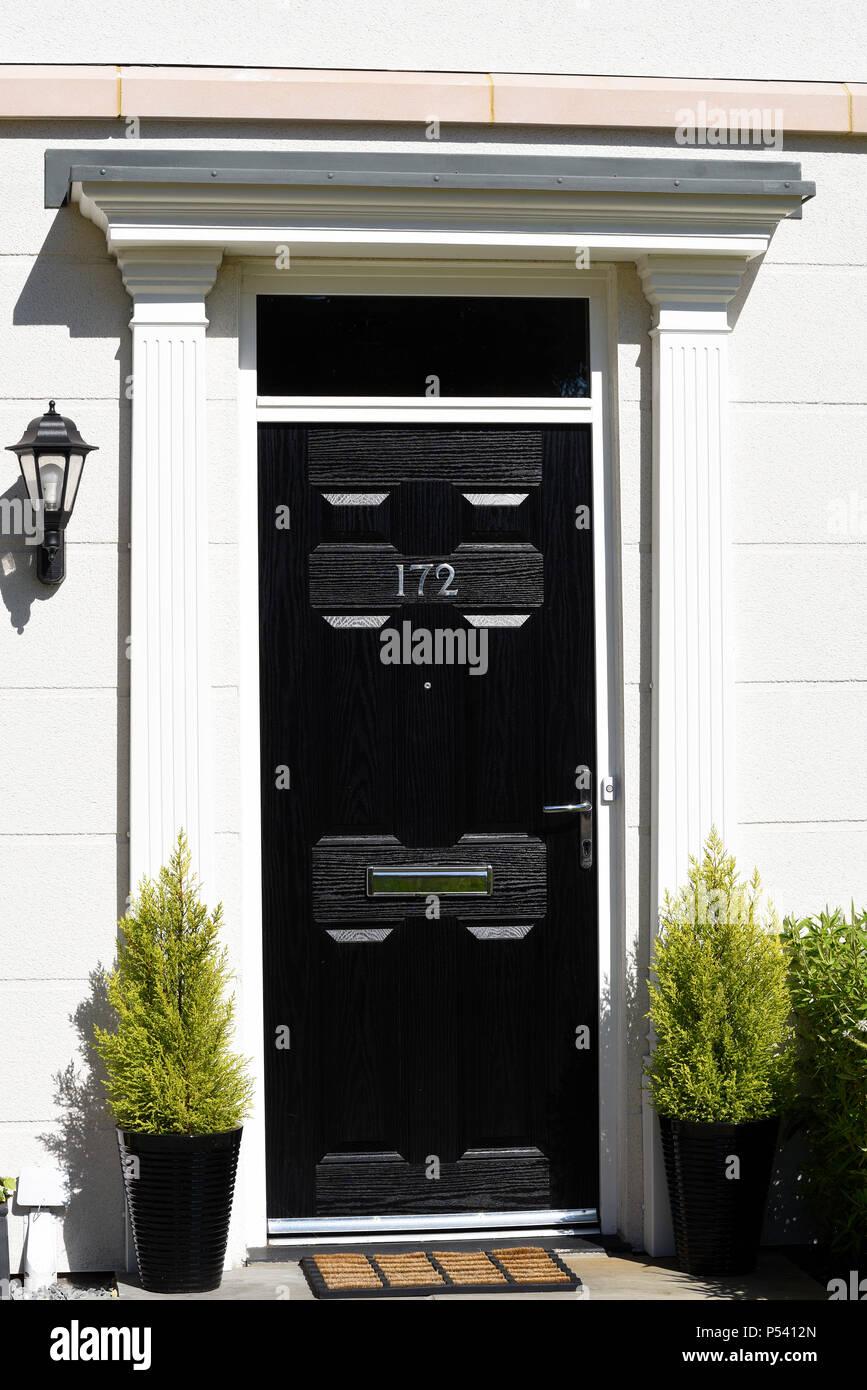 Entrée Noir Et Blanc maison de ville noir porte avant d'entrée sur le bâtiment