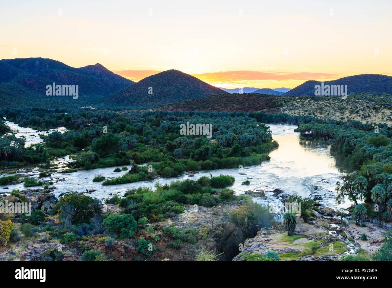 Epupa Falls au lever du soleil, la région de Kunene, Namibie Photo Stock
