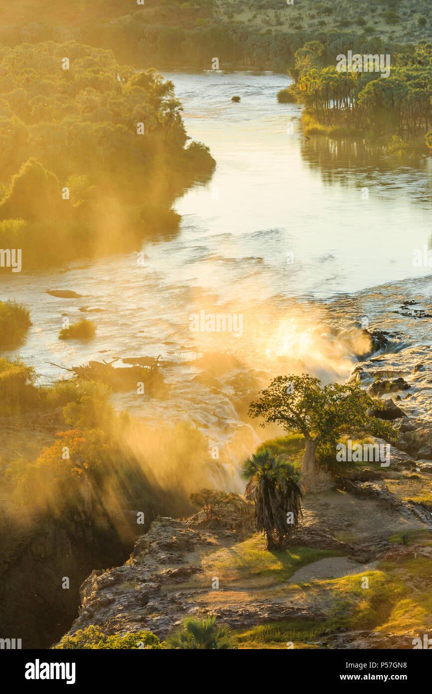 Epupa Falls au lever du soleil, la région de Kunene, Namibie Banque D'Images