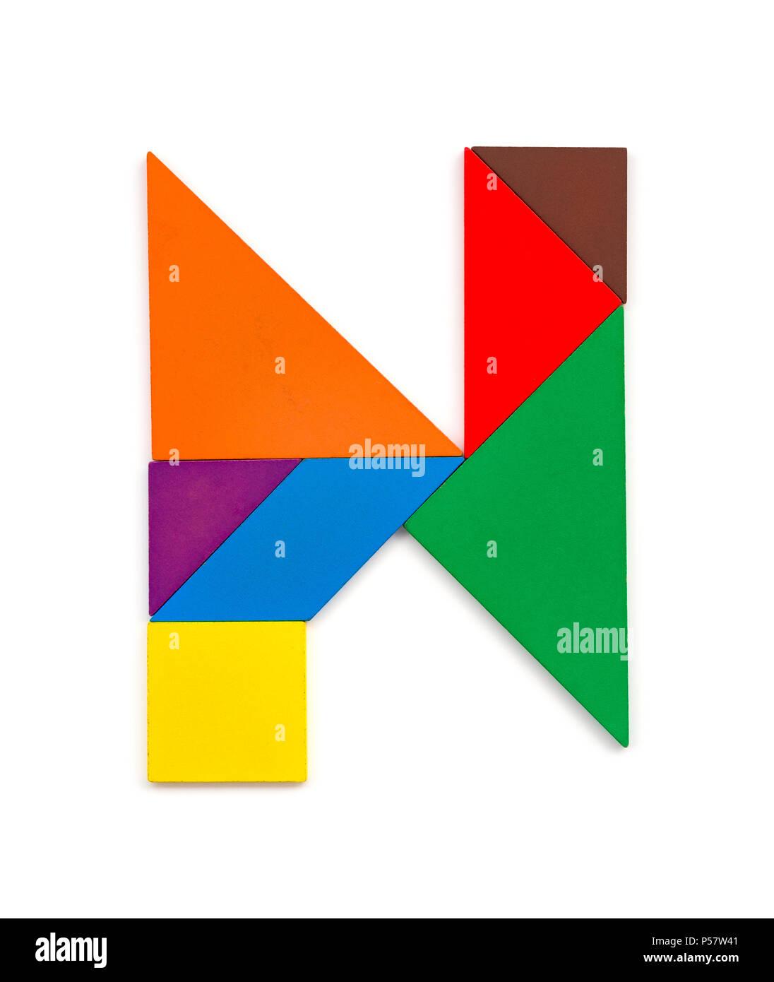 Tangram en forme de lettre N sur fond blanc Banque D'Images, Photo ...