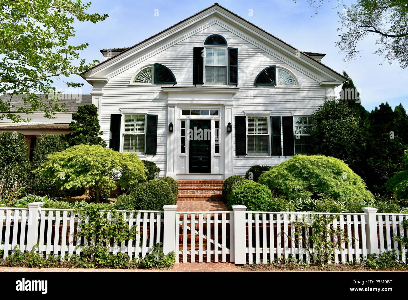 cape cod style home photos cape cod style home images alamy rh alamyimages fr Cape Cod Style Homes Exteriors Victorian Style Homes