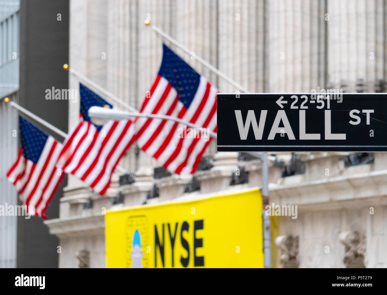 Wall Street sign près de New York Stock Exchange Photo Stock