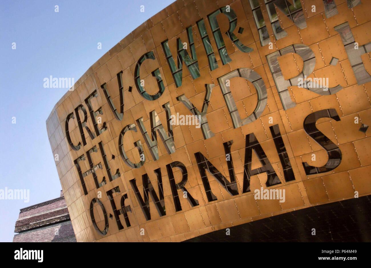 Conçu et construit au Pays de Galles, le Wales Millennium Centre de Cardiff Bay waterfront est faite de 5000 tonnes d'acier de construction. Le CFB est rapidement esta Banque D'Images