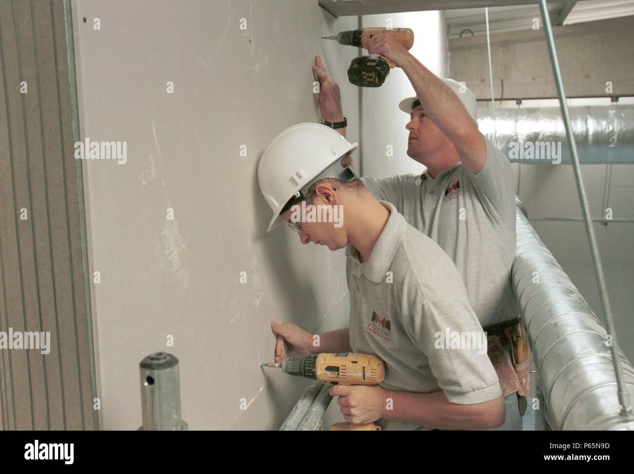 Partioning réinstallation. Pas de fixation des panneaux de placoplâtre pré-décorées. Banque D'Images