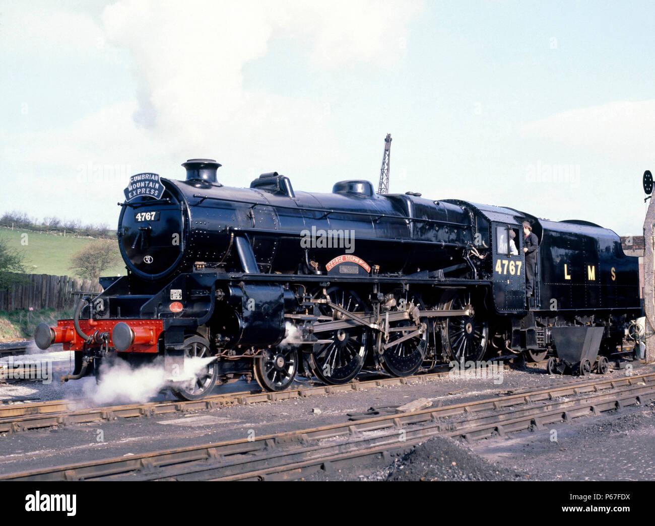 Cumbrian Mountain Express. No MT4767 George Stephenson se déplace vers le bas Comunidad de la cour pour compléter avec du charbon et de l'eau. 04.04.1981. Banque D'Images