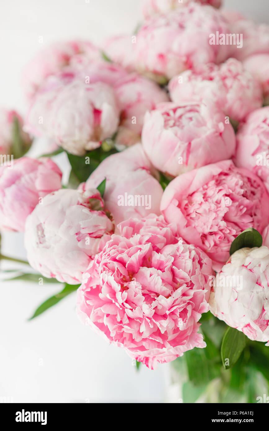 Magnifique Bouquet De Pivoines Rose Composition Florale Lumiere
