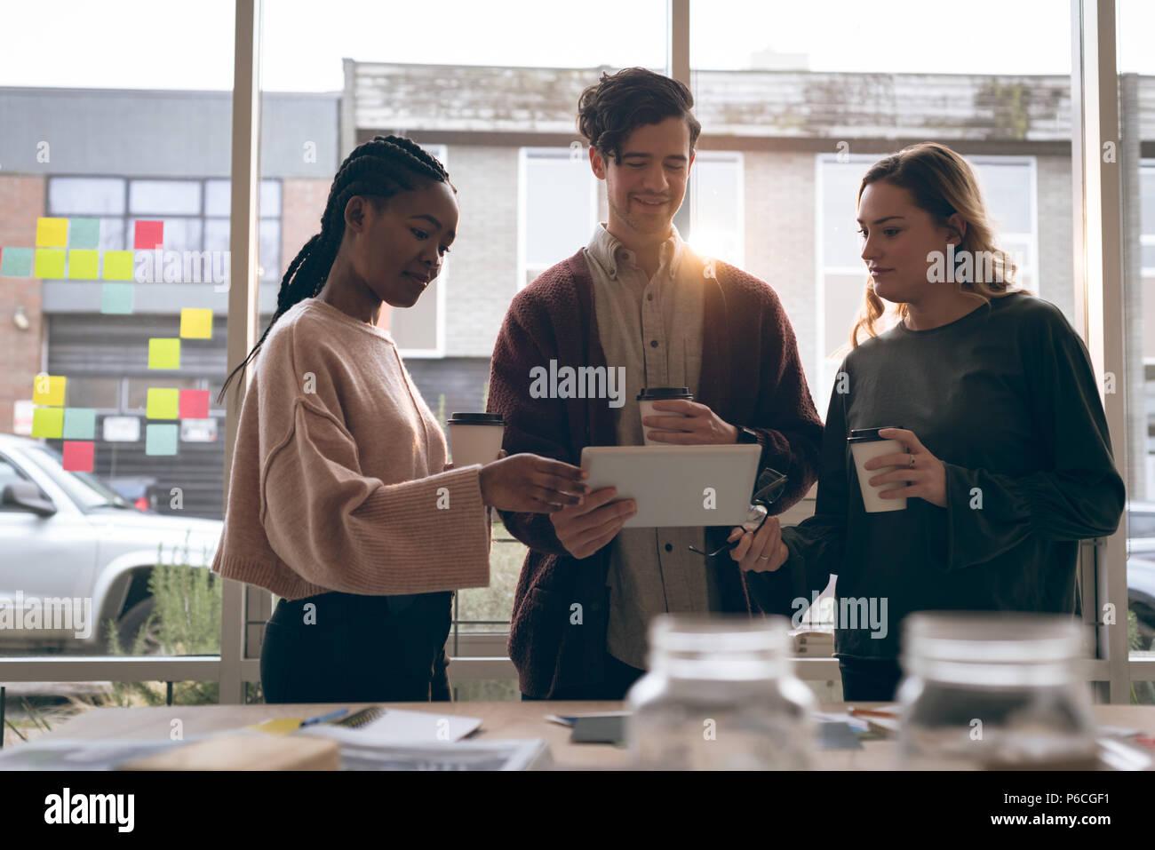 Plus de discuter les cadres digital tablet Banque D'Images