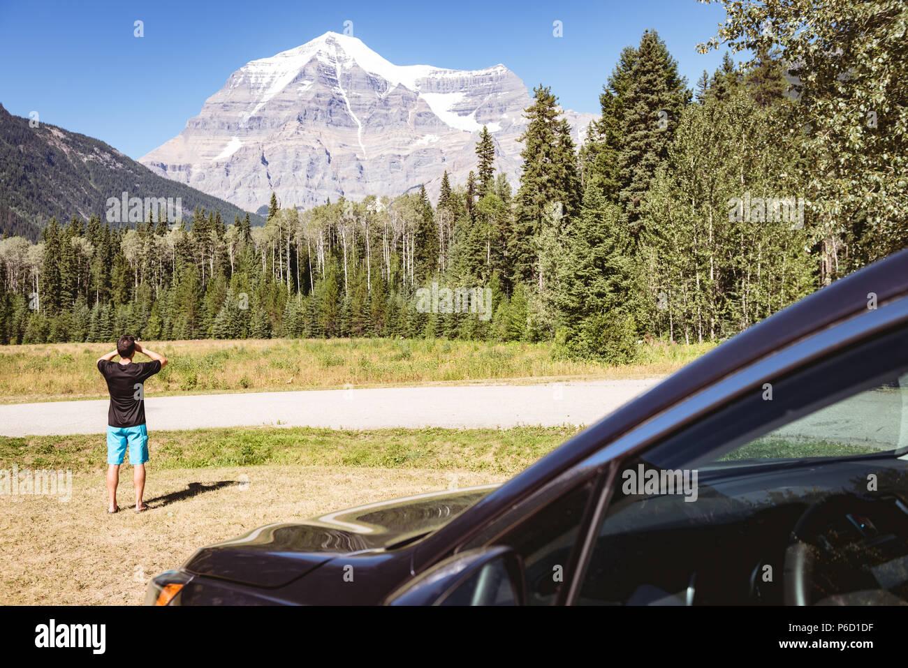 Man sur une montagne Banque D'Images