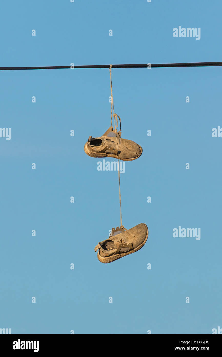 Shoes On Wire Images Alamy Photosamp; 53Lqcj4AR