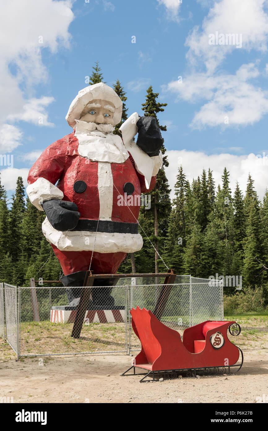 La Maison Du Pere Noel.La Plus Grande Statue Du Père Noël à La Maison Du Père Noël