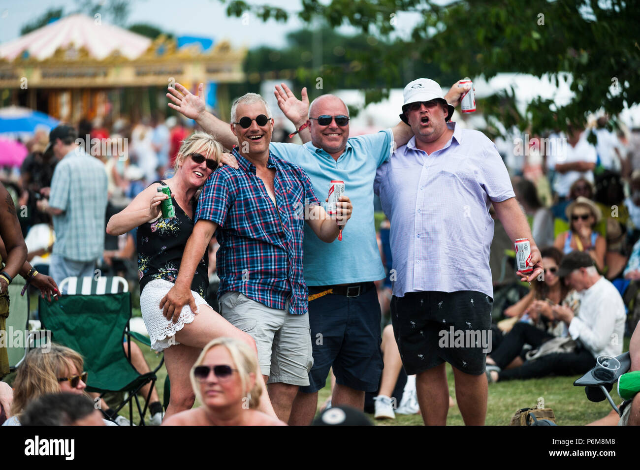 Glynde, East Sussex, 1er juillet 2018. Festivaliers profiter une autre brulante et humide journée à Glynde Place, dans le cadre pittoresque des South Downs, pour le dernier jour de l'amour du Suprême sixième fois en festival. Credit: Francesca Moore/Alamy Vivre Newscolo Photo Stock