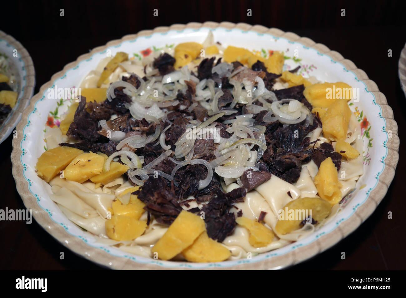 Image De Plat De Cuisine un plat de cuisine kazakhe de la viande, les pommes de terre