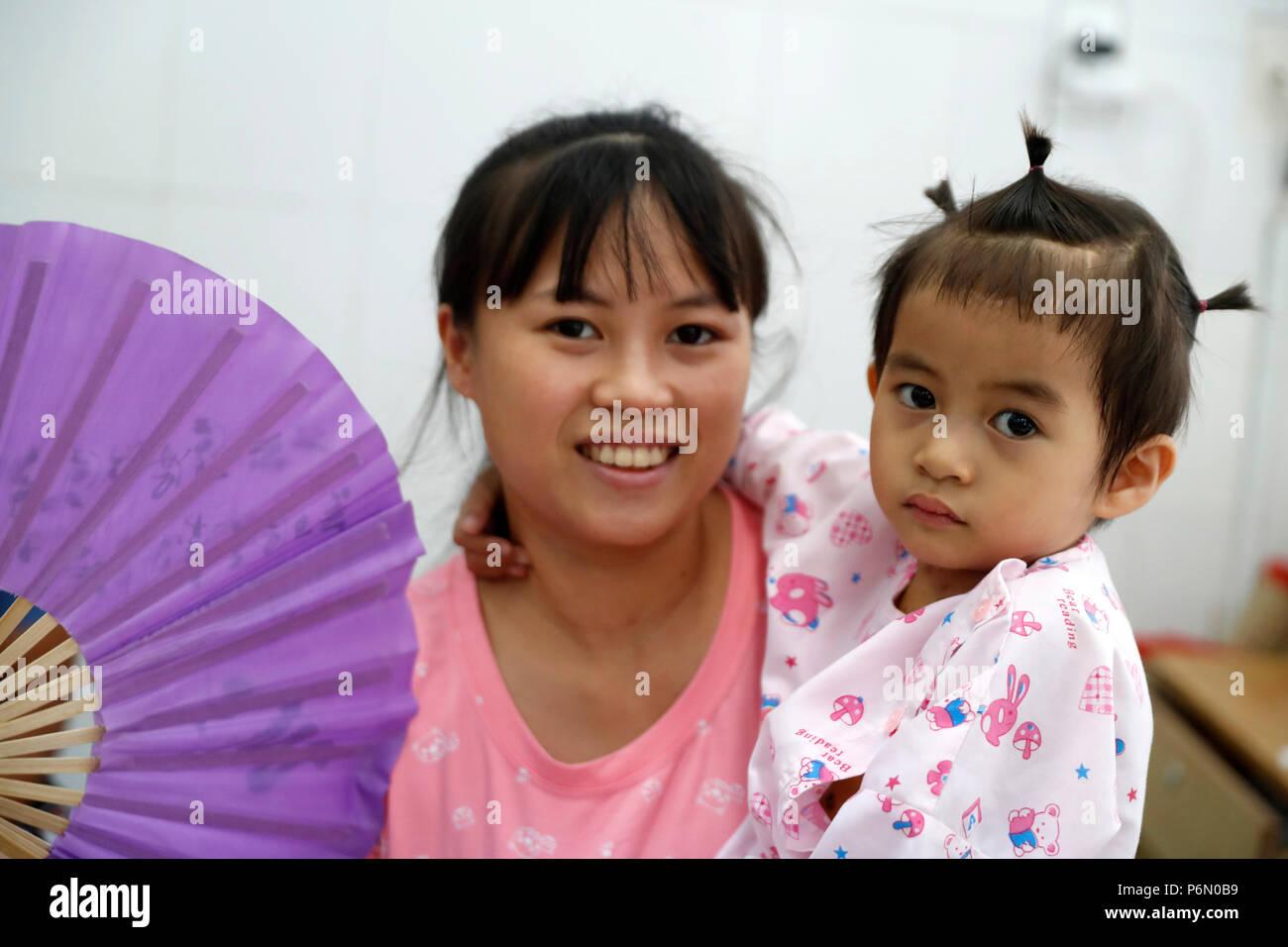 Tam Duc cardiologie Hôpital. Enfant souffrant de maladie cardiaque. Ho Chi Minh Ville. Le Vietnam. Photo Stock