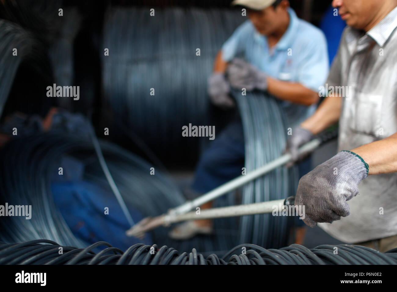 Armature en acier pour la construction d'armature pour béton industrie du bâtiment. Les travailleurs de la construction. Cai Be. Le Vietnam. Photo Stock