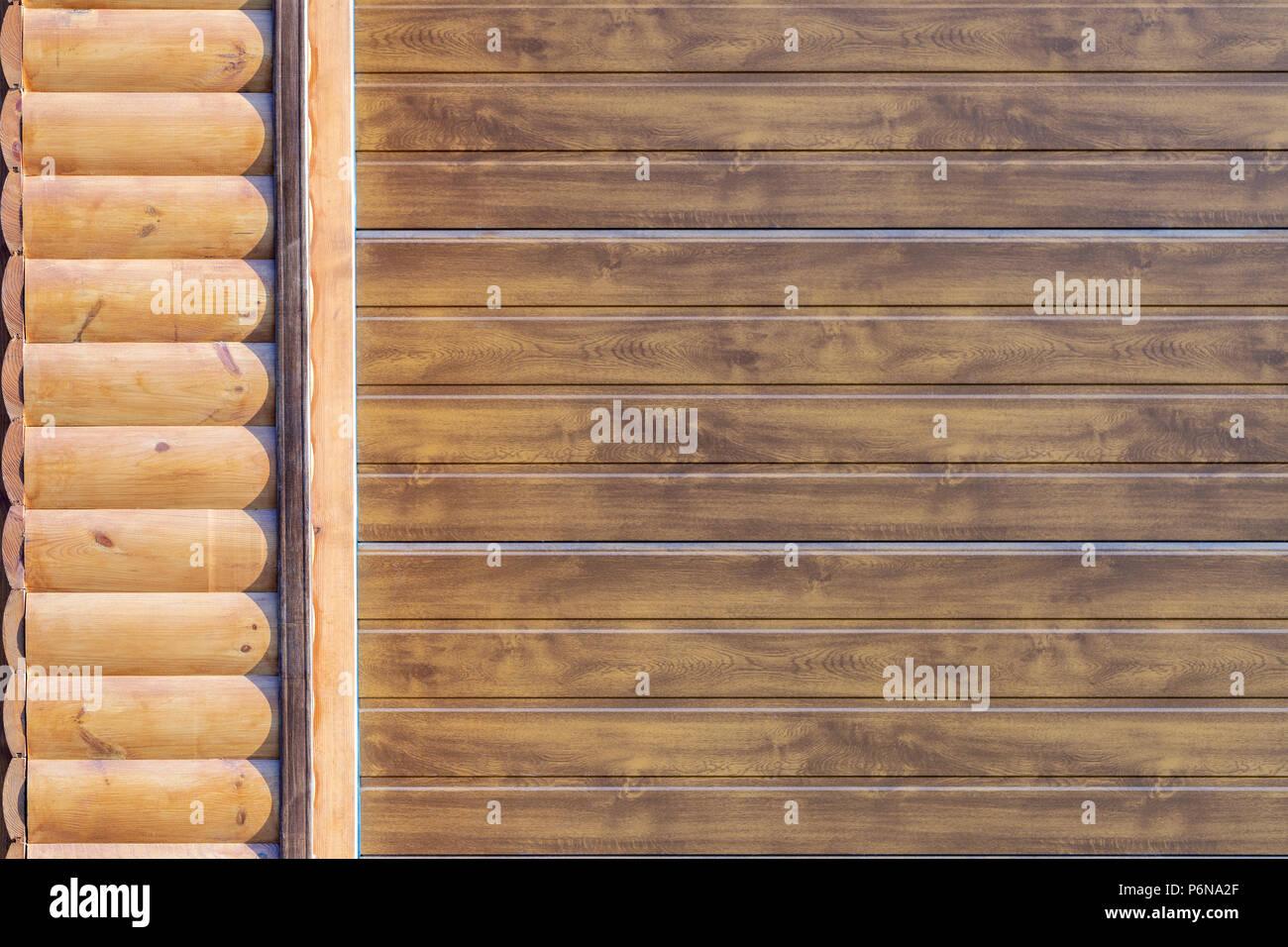 Libre de mur recouvert avec du revêtement. Cadre de porte de garage automatique . Bâtiment de stockage de voiture partie façade Banque D'Images