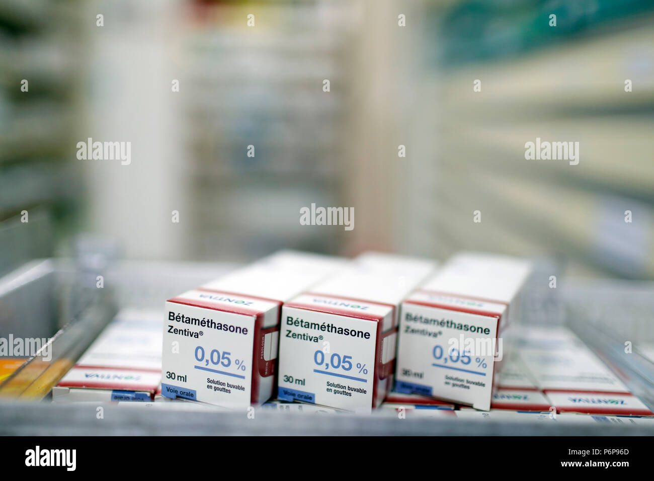 D'excellente réputation. Médicaments dans un tiroir coulissant. La France. Photo Stock