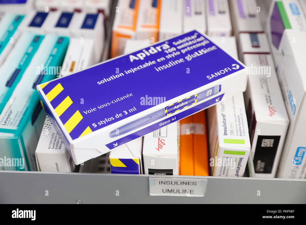 D'excellente réputation. Médicaments dans un tiroir coulissant en France. Photo Stock
