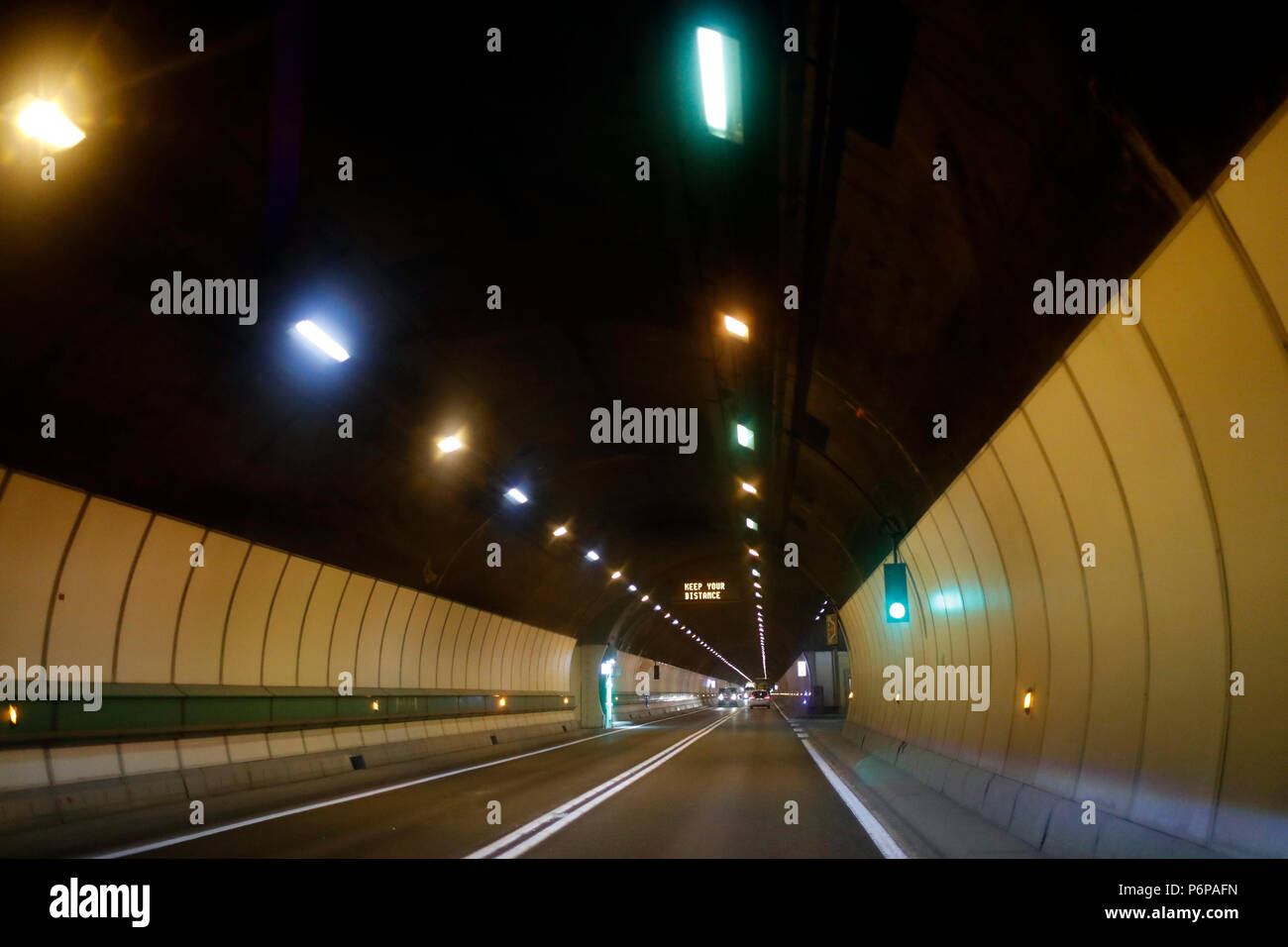 Le Tunnel du Mont-Blanc est un tunnel routier en Europe, sous le Mont Blanc dans les Alpes. Chamonix. La France. Banque D'Images