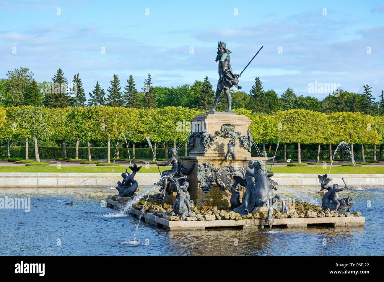 Bassin Fontaine De Jardin peterhof, bassin avec fontaine de neptune dans le jardin