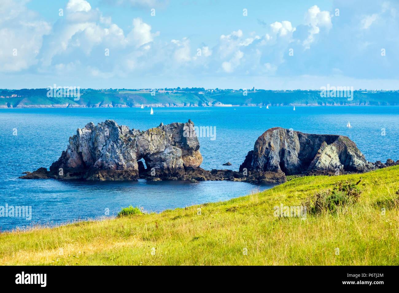 France, Bretagne, Finistère (Bretagne) département, Camaret-sur-Mer. Pointe du Toulinguet sur la Presqu'ile de Crozon, Parc naturel régional d'Armorique. Photo Stock