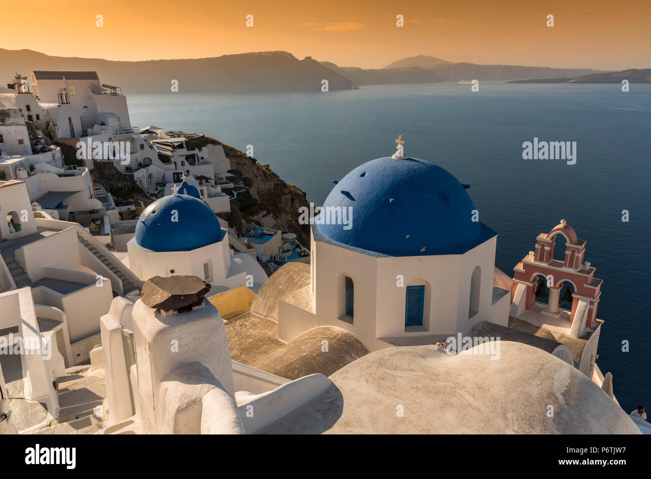 Sunrise pittoresque voir à Oia, Santorini, sud de la mer Egée, Grèce Photo Stock