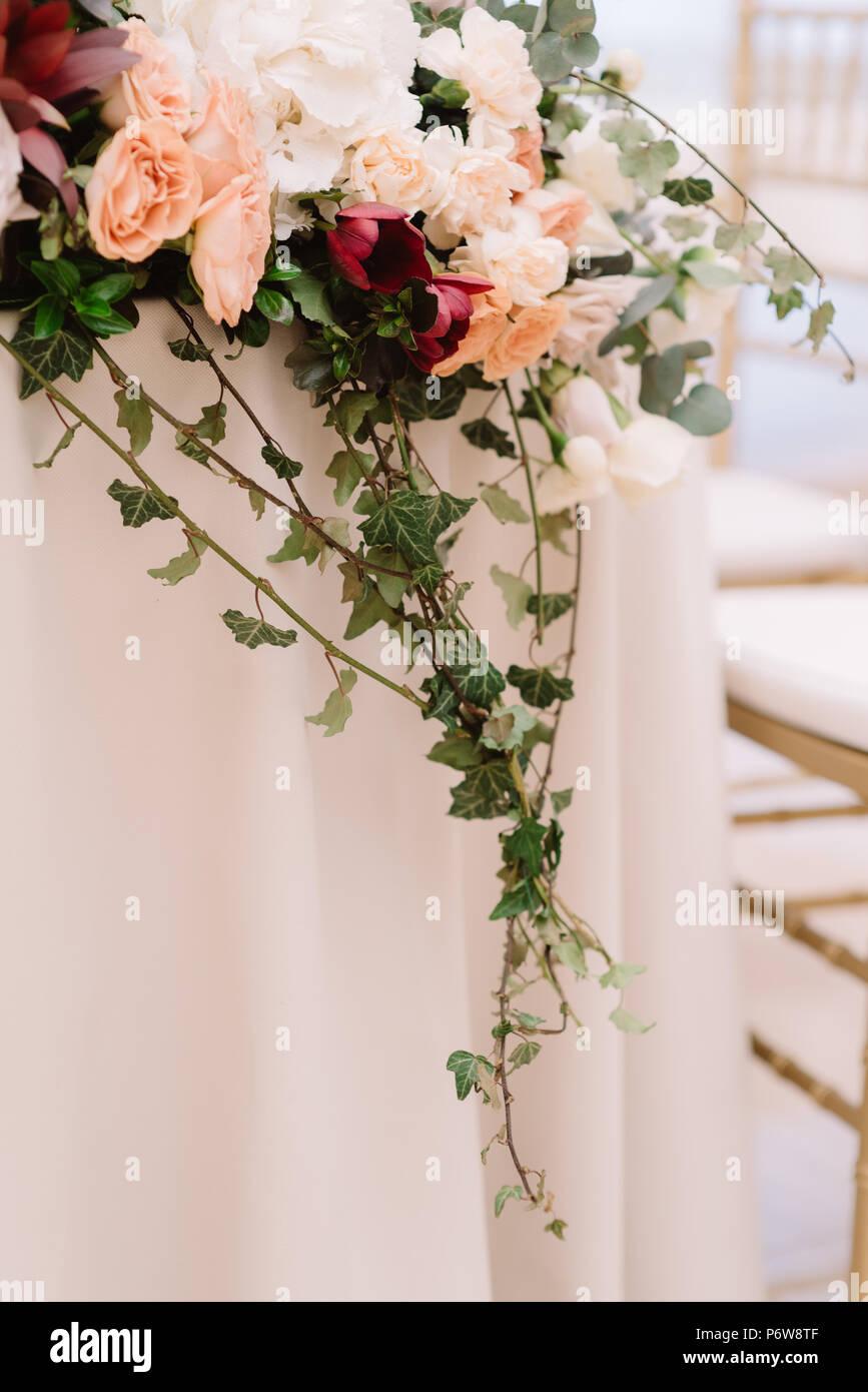 Decoration D Une Table De Mariage De Jeunes Maries De Vert Et En