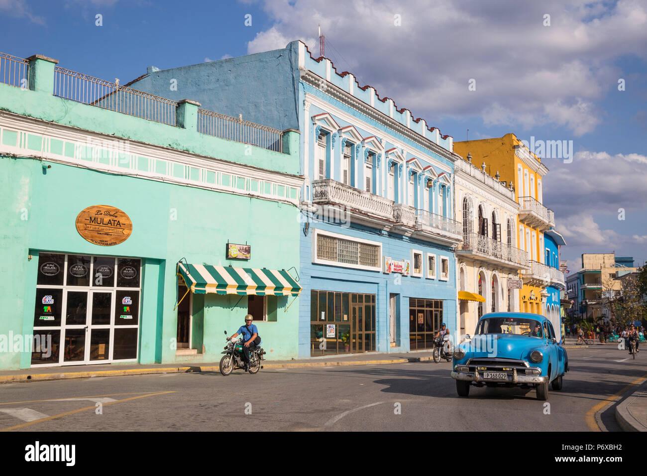 Cuba, Sancti Spiritus, Sancti Spiritus, bâtiments de Parque Serafin Sanchez, (la place principale) Photo Stock