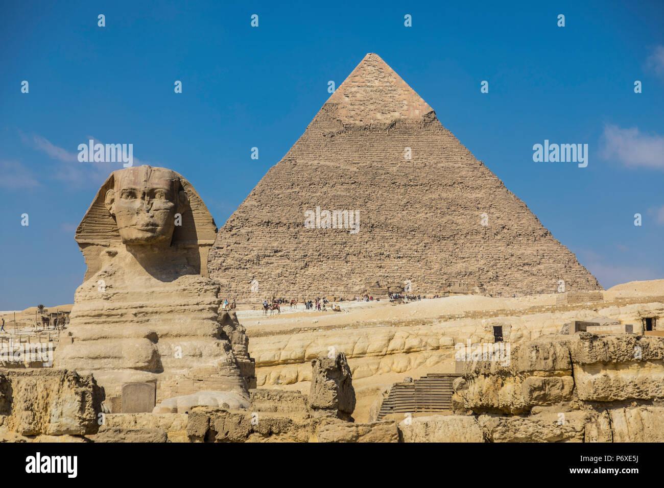 Sphinx et pyramide de Khéphren (Khafré), des pyramides de Gizeh, Giza, Le Caire, Egypte Photo Stock