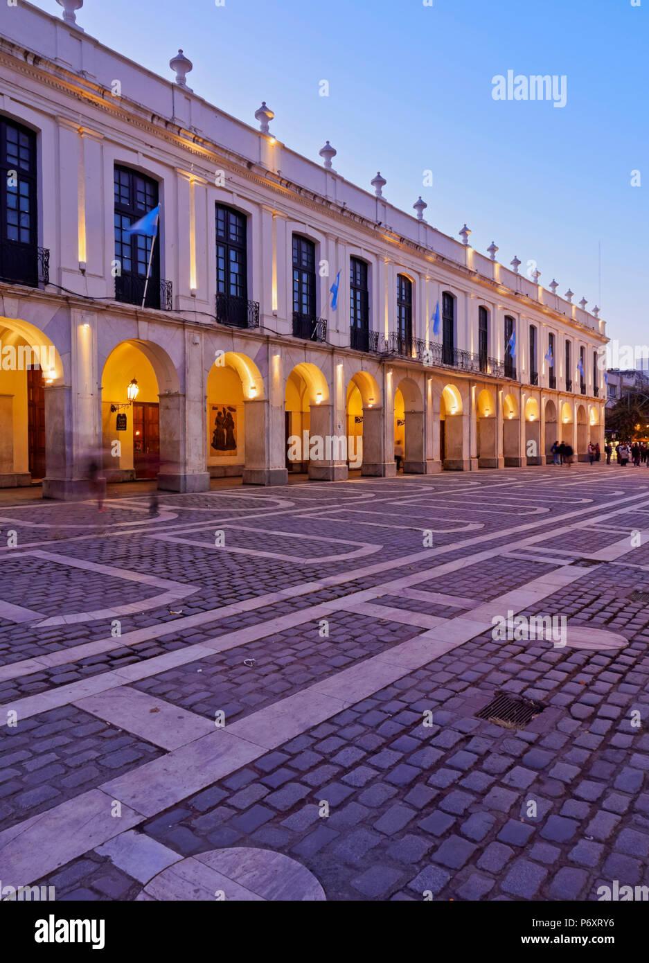 L'Argentine, Cordoba, Crépuscule vue du Cabildo de Cordoue, l'hôtel de ville coloniale. Photo Stock