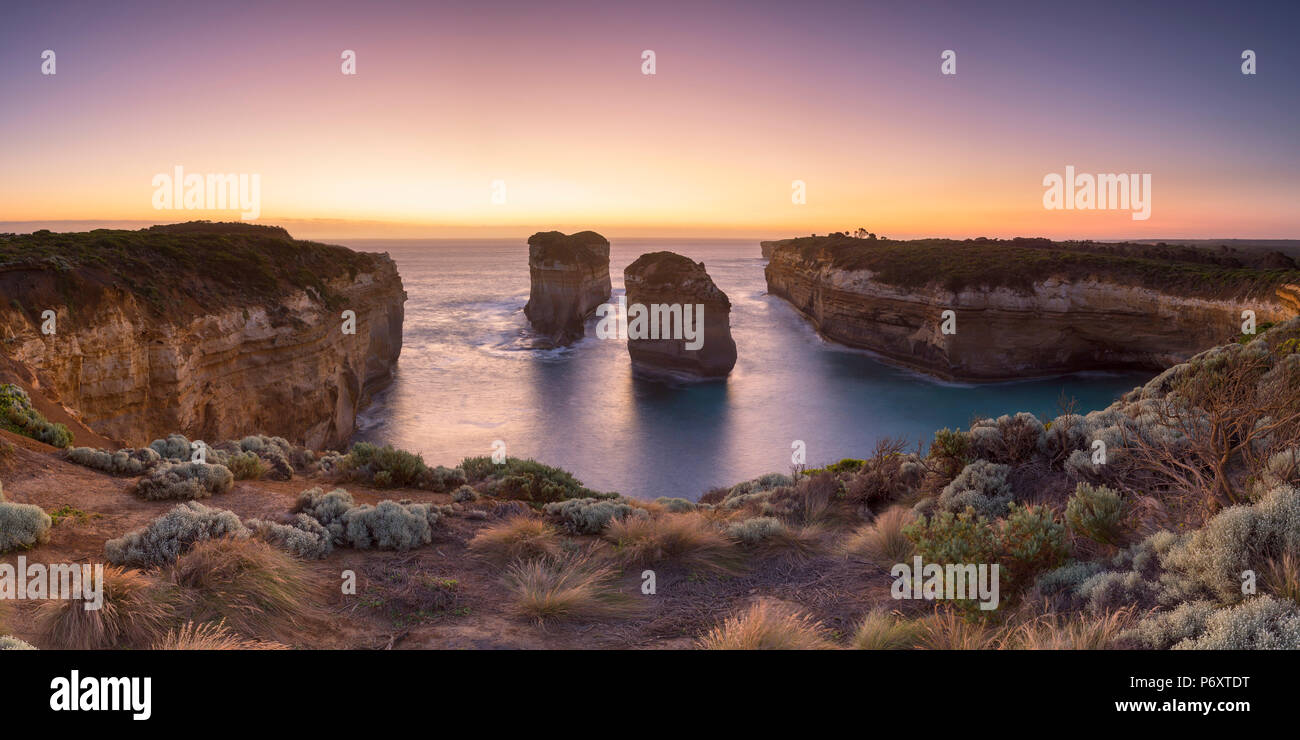 Loch Ard Gorge au coucher du soleil, Port Campbell National Park, Great Ocean Road, Victoria, Australie Photo Stock