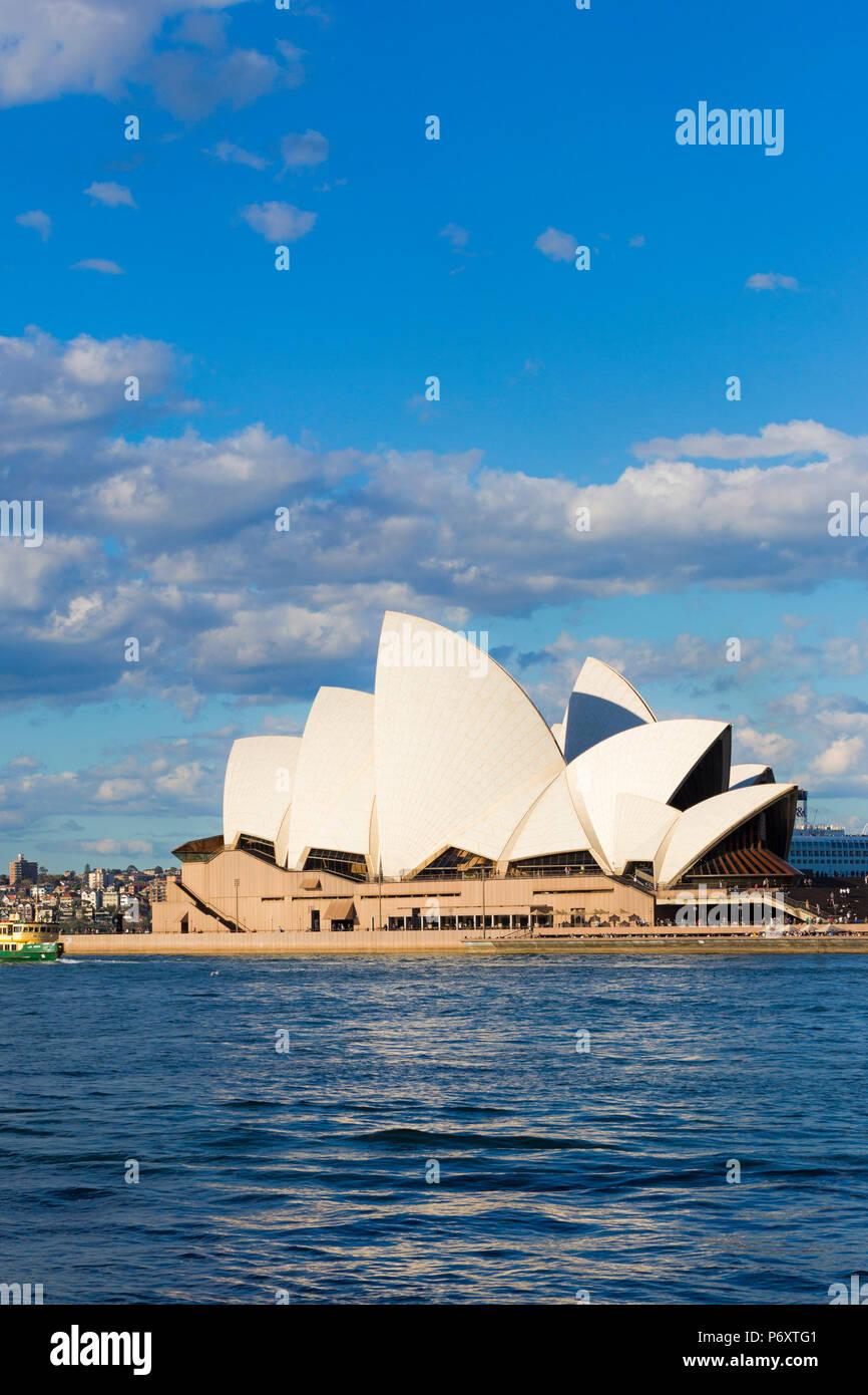 Opéra de Sydney et les toits de la ville. Les baleines du Sud, Australie Photo Stock