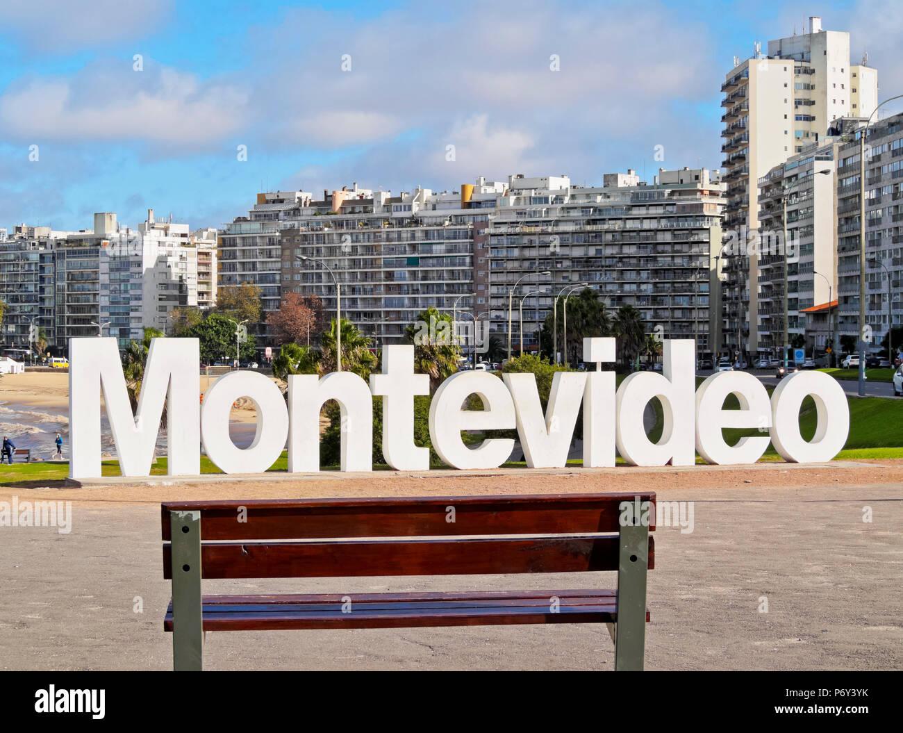 L'Uruguay, Montevideo, Pocitos, vue sur les Montevideo signe. Photo Stock