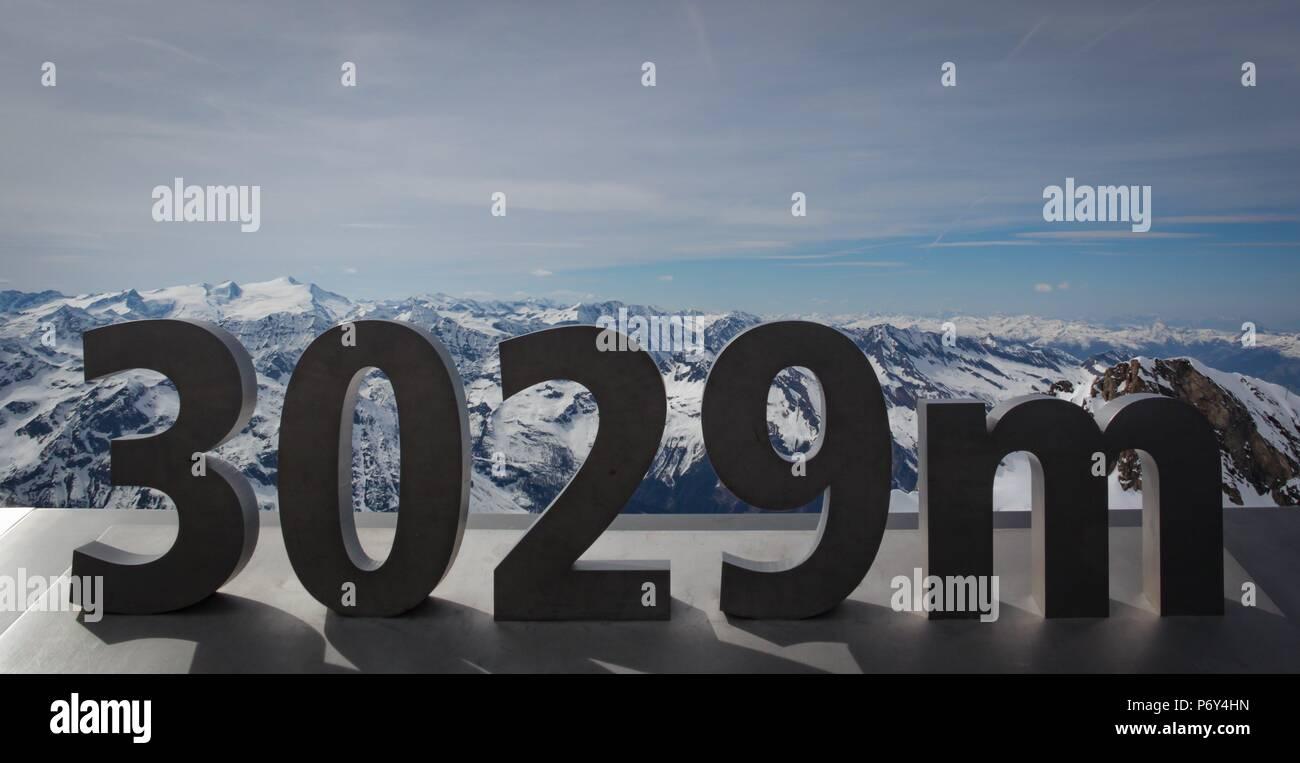 Signe de la hauteur au-dessus des alpes autrichiennes Photo Stock
