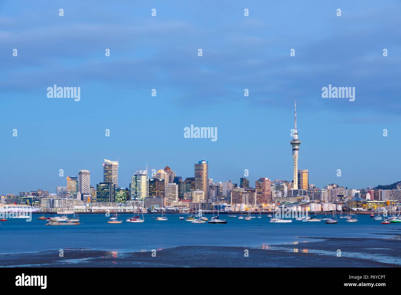 Sur les toits de la ville et le port de Waitemata, Auckland, île du Nord, Northland, Nouvelle-Zélande, Australie Photo Stock