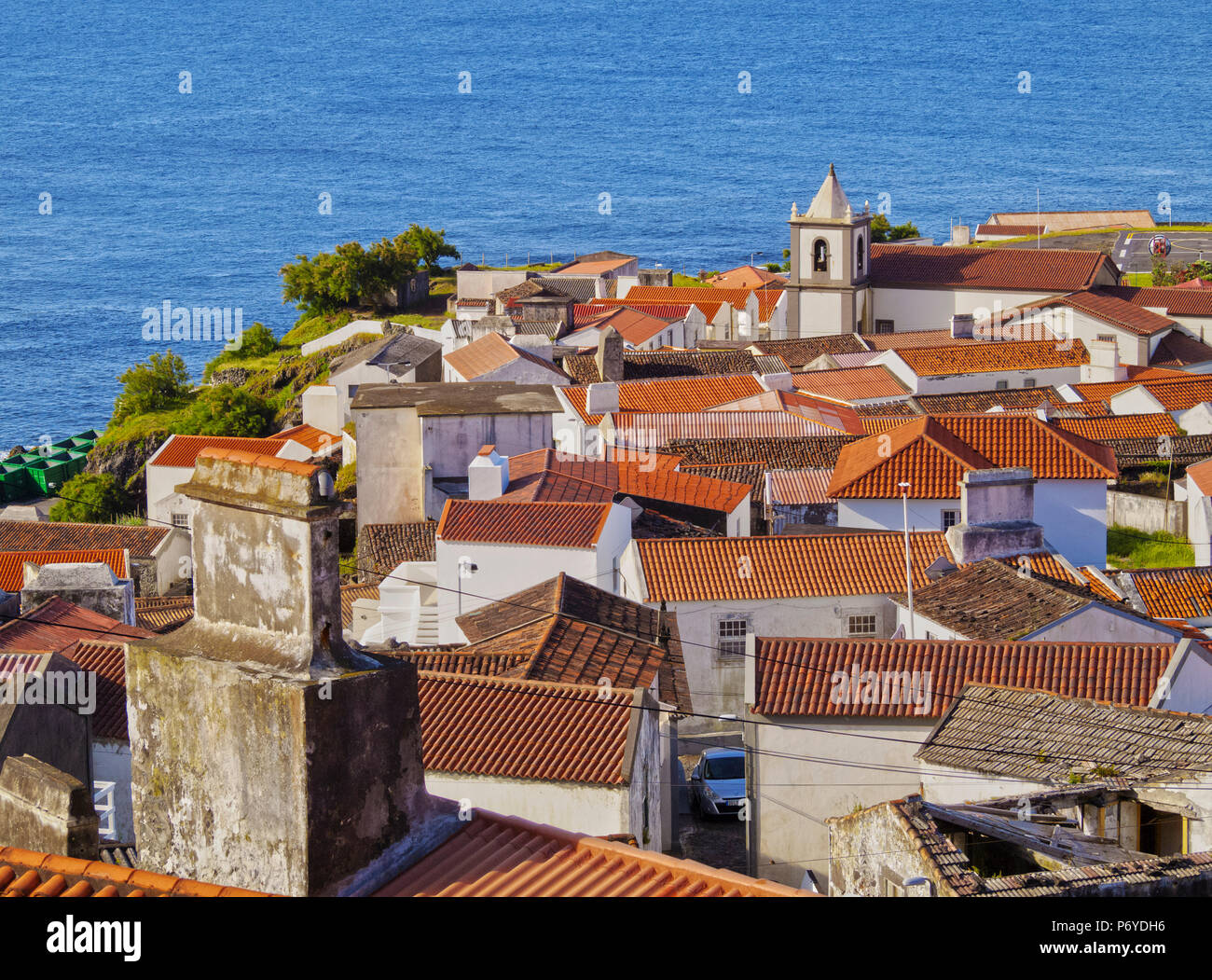 Portugal, Azores, Corvo, Vila do Corvo, augmentation de la vue de la ville. Photo Stock